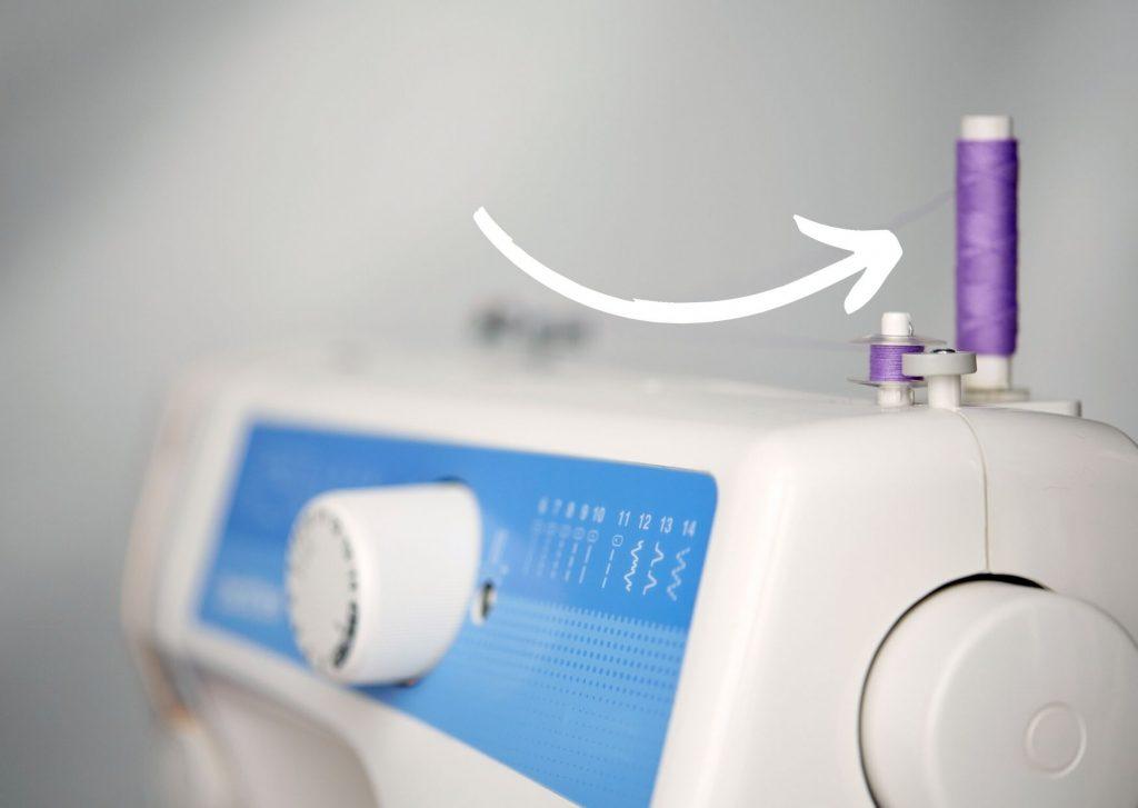 Partes de la máguina de coser: el portahilo