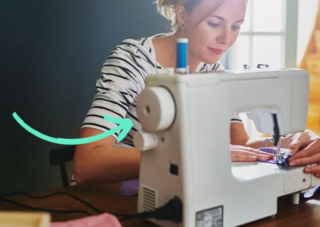 Partes de la máguina de coser: la rueda manual