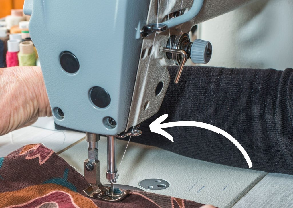 Partes de la máguina de coser: la guía del hilo